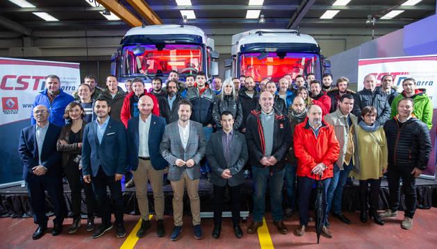 Autoridades con todo el equipo completo de CST NAVARRA.