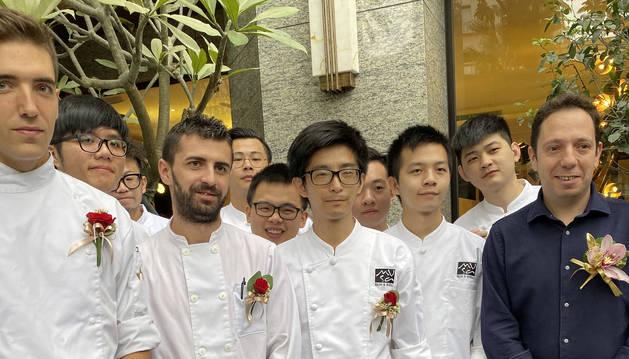 David Yárnoz y su equipo taiwanés.
