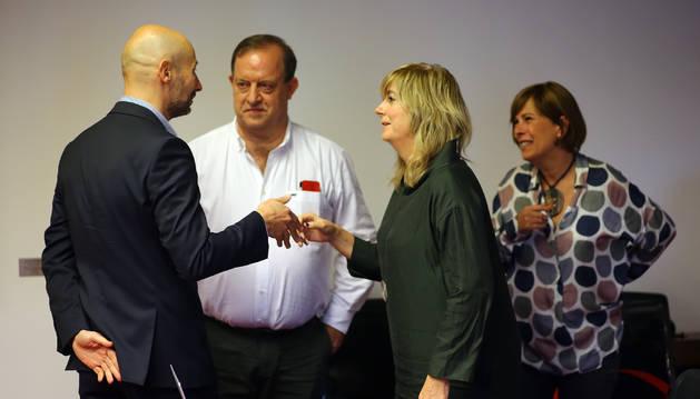Foto de Iñaki Iriarte (NA+), Mikel Arregi, Ana Ollo y Uxue Barkos, en la Cámara.