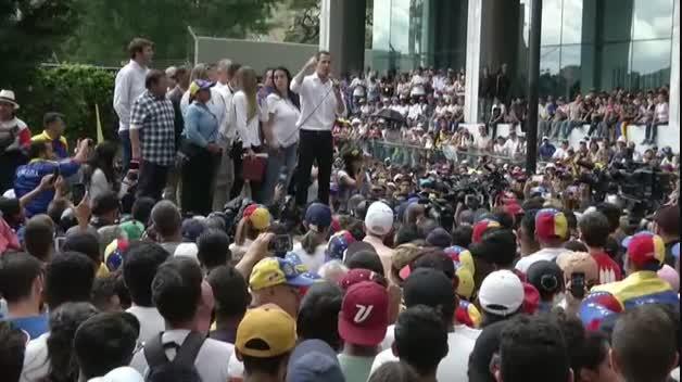Juan Guaidó llama a reactivar las protestas contra Maduro