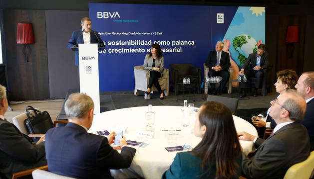 Foto de Antoni Ballabriga en la jornada sobre la rentabilidad en la empresa de las políticas sostenibles en el ámbito medioambiental y social.