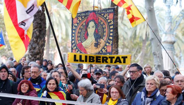 Foto de independentistas catalanes protestan en Barcelona.