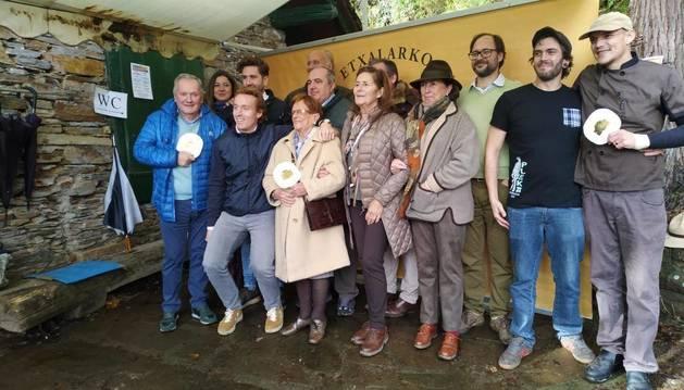 Jurado y participantes de la cita culinaria, a excepción de la ganadora, del Restaurante Burlada.