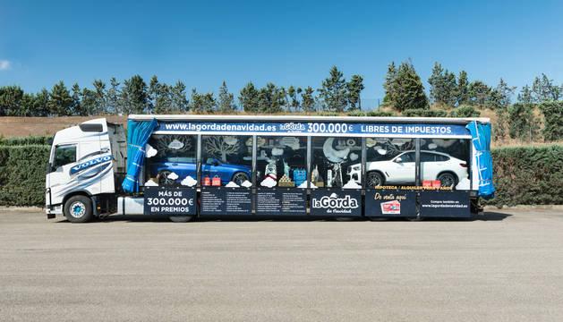 Imagen del camión con el premio 'La Gorda', ya instalado en La Morea.