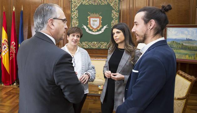 Un momento tras la reunión en el Ayuntamiento de Pamplona.