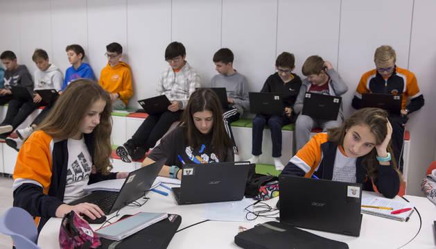 Alumnos de Calasanz Escopalpios de Pamplona durante una clase.