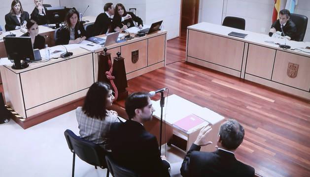 Imagen de la señal institucional de la Audiencia Provincial de Santiago de Compostela, del testimonio de los tres expertos forenses que participaron en el levantamiento del cadáver de Diana Quer.
