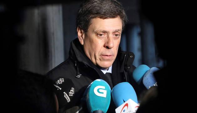 Juan Carlos Quer, padre de Diana, la joven asesinada el 22 de agosto de 2016, a su llegada a la Audiencia Provincial de A Coruña para asistir al juicio por la muerte de su hija.