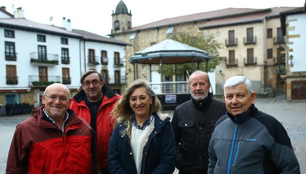 foto de De izquierda a derecha, Cruz Mari Martínez Larrea, Roberto Cristóbal Azcona, María José Gil Casado, Pedro Santana Cava y Genaro Rodríguez Salgado.