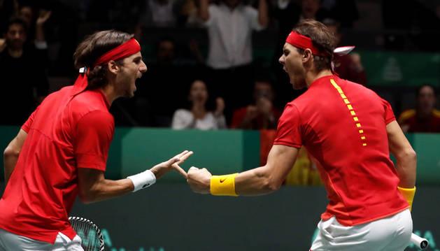 foto de Rafa Nadal y Feliciano López, durante el partido de dobles en la semifinal de la Copa Davis frente a Gran Bretaña