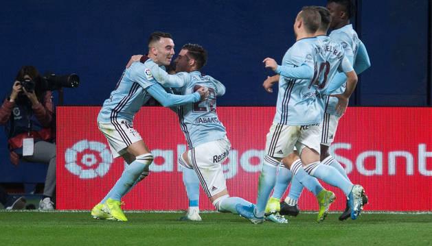 Los jugadores del Celta de Vigo celebran un gol de Iago Aspas.