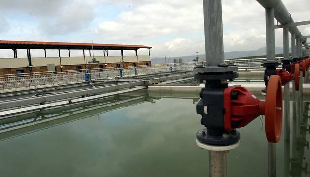 Imagen de la estación potabilizadora del agua de Itoiz, en Tiebas.