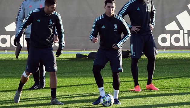 Cristiano Ronaldo, en el centro, durante el último entrenamiento de la Juventus de Turín.