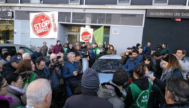 Ejecutado el desahucio de una pareja con 4 hijos en Lezkairu pese a las protestas