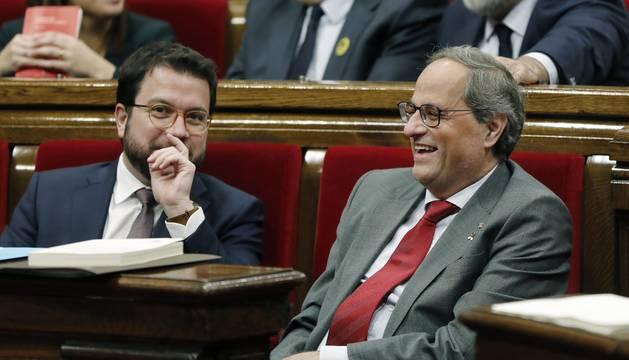 El presidente de la Generalitat, Quim Torra,y su vicepresidente, Pere Aragonés, durante el pleno del Parlament de Cataluña.