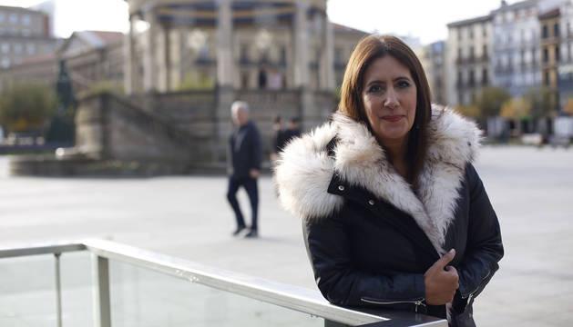 Dolores Redondo, en la Plaza del Castillo.