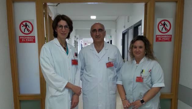 De izda a dcha: Inés Plaja Martí, jefe del Servicio de Anestesia ; Ángel Arrondo Nicolás, jefe de la Sección de Oftalmología y Sandra Maestre Lerga, jefa de la Unidad 2ª Planta-CMA-Hospital de Día.