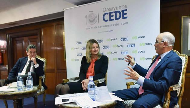 La directora general de Volkswagen en España, Laura Ros, durante el desayuno organizado este jueves por la Confederación Española de Directivos y Ejecutivos (CEDE).
