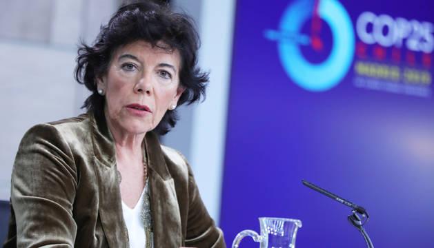 La portavoz del Ejecutivo, Isabel Celaá, en la rueda de prensa tras el consejo de ministros.