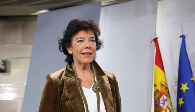 La ministra Portavoz, y de Educación y Formación Profesional en funciones, Isabel Celaá, comparece ante los medios de comunicación, tras la reunión del Consejo de Ministros en Moncloa.