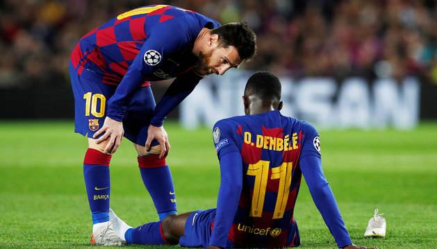 Lionel Messi se interesa por el estado de Ousmane Dembelé durante el encuentro contra el Dortmund, donde se rompió el galo.