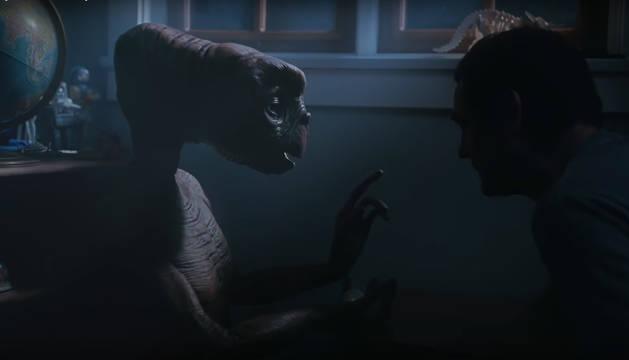 E.T. y Elliot, 37 años después de protagonizar la mítica película de Spielberg.