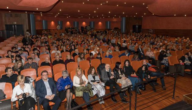 Imagen de los asistentes a la gala del comercio de Tudela que tuvo lugar ayer en el teatro Gaztambide de la capital ribera.