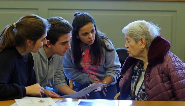 Todas las fotos de la visita de los alumnos de primero de Bachiller del colegio FEC Vedruna, en la Casa de la Misericordia de Pamplona