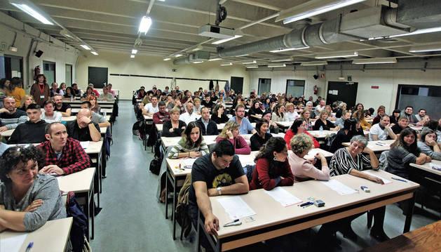 Opositores en una de las aulas en las que se realizaron los exámenes, la 214, donde un total de 208 personas habían sido convocadas.