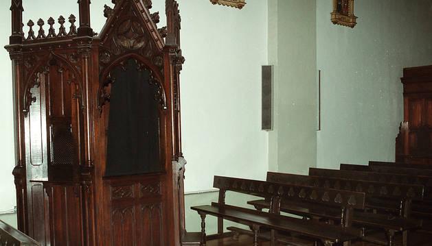 foto de Un confesionario en una iglesia.