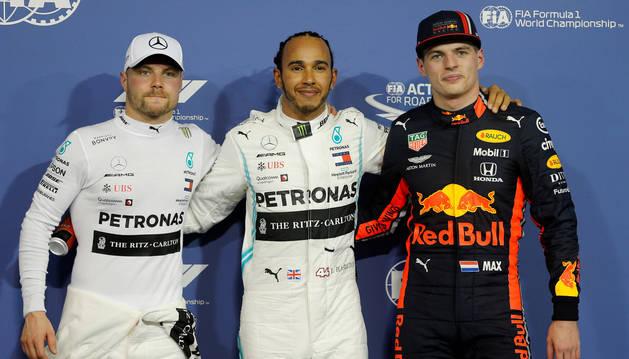 foto de Hamilton junto a Bottas y Verstappen