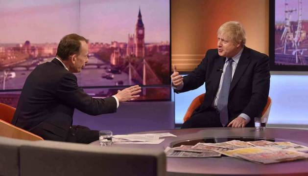 Foto de Boris Johnson en  su visita a un programa de la BBC.