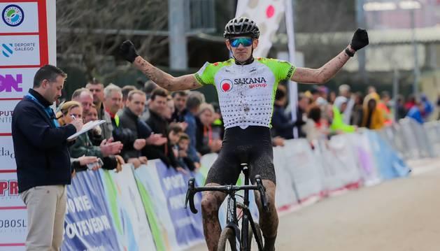 Igor Arrieta entra vencedor en la prueba de  Pontevedra.