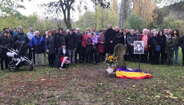 Foto de grupo de los asistentes al homenaje de Emilia Aracama.