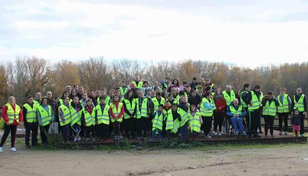 Los participantes en la plantación posaron juntos en un momento de la jornada.