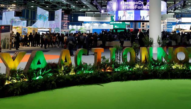 Vista general de los asistentes a la segunda jornada de la 25 Conferencia de las Partes del Convenio Marco de Naciones Unidas sobre Cambio Climático (COP) bajo el lema 'Tiempo de actuar'.