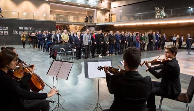Fotografías del acto institucional de conmemoración del 40 aniversario de las primeras elecciones democráticas que ha tenido lugar en el Parlamento de Navarra.