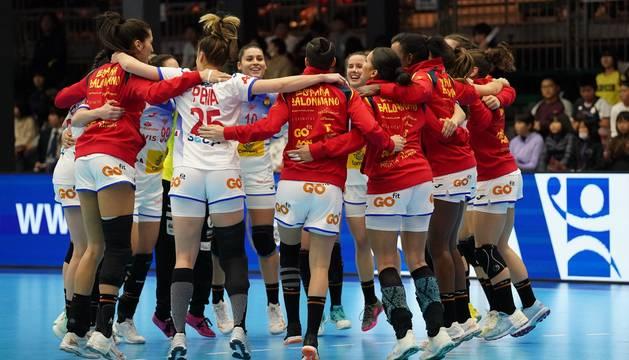 Las jugadoras españolas celebran la victoria ante Kazajistán.