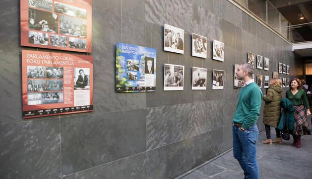 La Cámara foral acoge '40 años del Parlamento', resumen fotográfico de 4 décadas