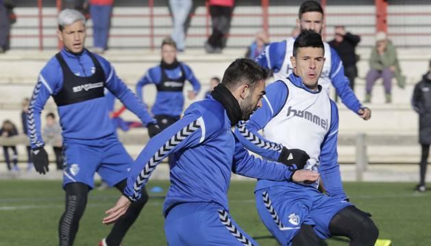 Adrián y Roncaglia, con contrato hasta junio, este jueves entrenando en Tajonar.