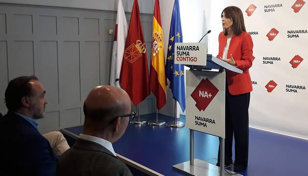 La parlamentaria de Navarra Suma María Jesús Valdemoros, en rueda de prensa.
