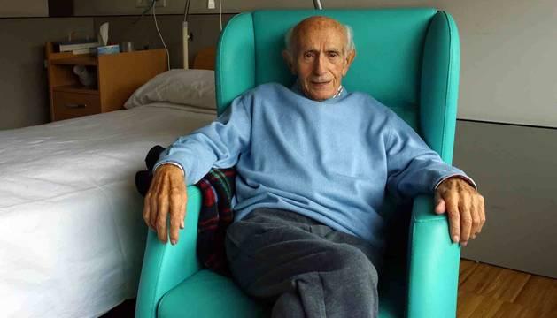Imagen de José Donázar Urzainqui en una habitación de la Casa de Misericordia, donde vive desde hace cerca de dos años.