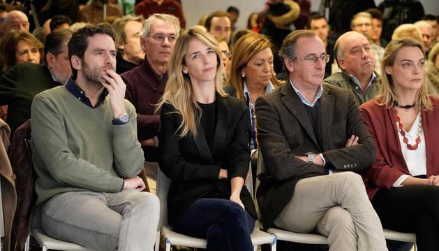 foto de La portavoz del PP en el Congreso, Cayetana Álvarez de Toledo, y el presidente del PP vasco, Alfonso Alonso, junto a Borja Sémper, en un acto en Bilbao