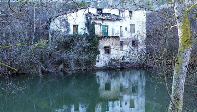 La última edificación del que fue barrio de las Tenerías, dedicado desde el XVI al curtido de pieles, y que a principios del XX acogió 'El Venecia'.