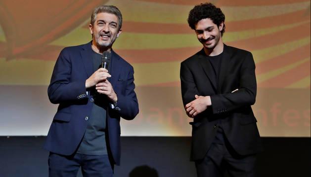foto de Los argentinos Ricardo Darín y su hijo Chino Darín presentan la película 'La odisea de los giles' en la apertura del 41 Festival de Cine de La Habana