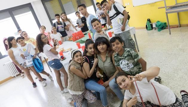 Foto de un grupo de jóvenes participantes en una de las actividades que oferta el Centro Lasa de la capital ribera.