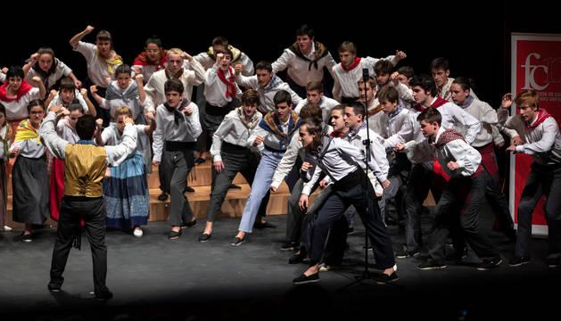 El Coro Juvenil del Orfeón Donostiarra, durante una de las actuaciones que ofreció ayer en la Sala de Cámara de Baluarte.