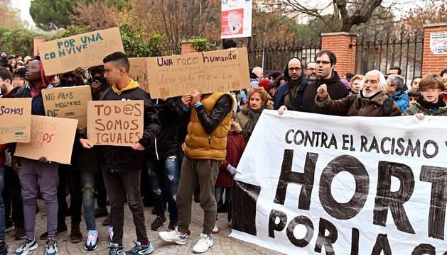 Varios de los asistentes a la concentración de este domingo en el barrio madrileño de Hortaleza.