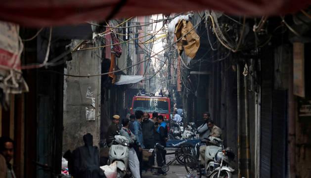Al menos 42 muertos y más de 64 heridos en incendio en una fábrica de Nueva Delhi