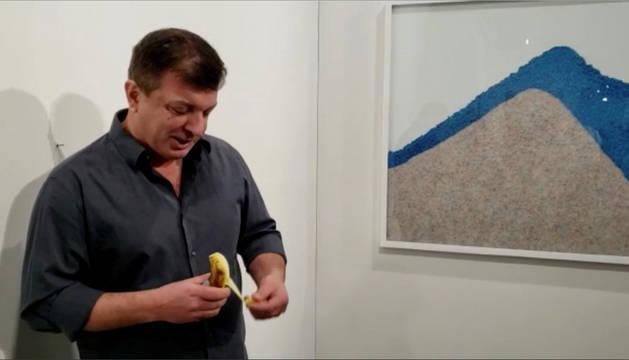 David Datuna llegó el sábado al espacio de la galería parisina Perrotin